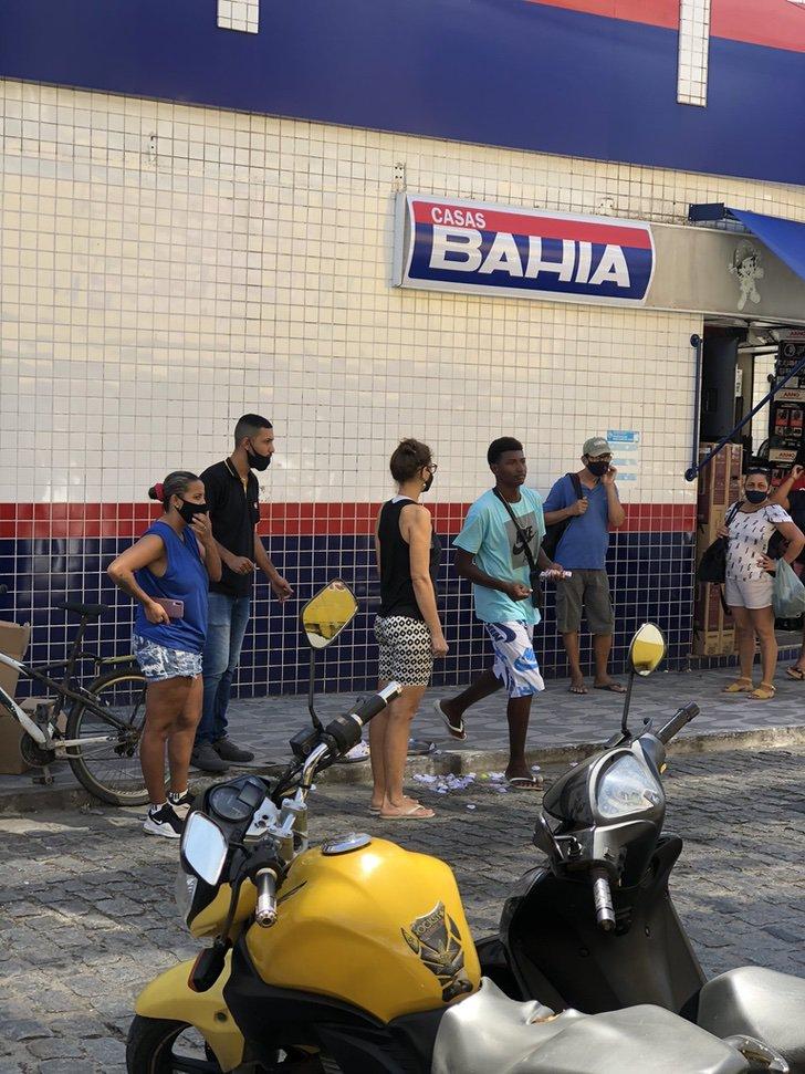 vendedor dulces brasil ayuda amigos vecinos corazon0003 1 - A vendedor callejero se le caen sus dulces y desconocidos los compran. Ayudaron a quien lo necesitaba