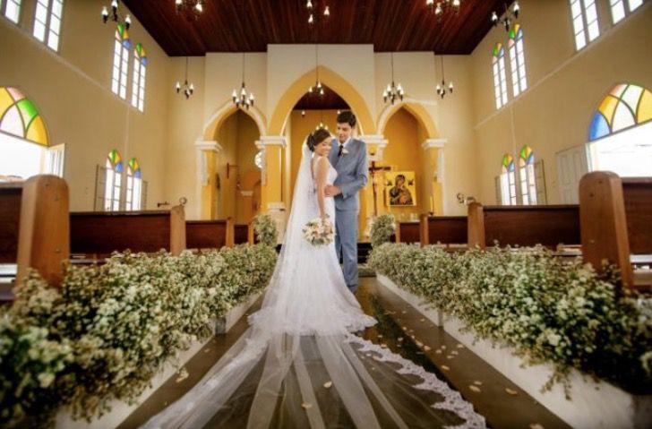 Captura de Pantalla 2021 02 19 a las 14.54.26 - Sacerdote ofició boda en lenguaje de señas para pareja sorda. Los novios quedaron sorprendidos