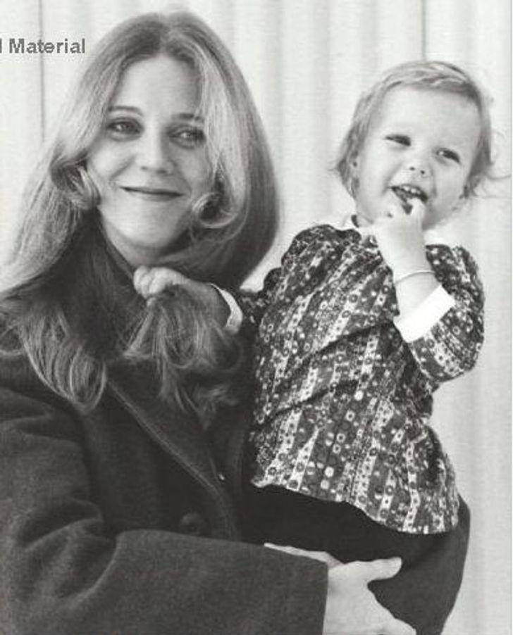 mamas famosas5 - 14 fotos inéditas de las famosas posando junto a sus madres. Beyoncé es igual a su mamá