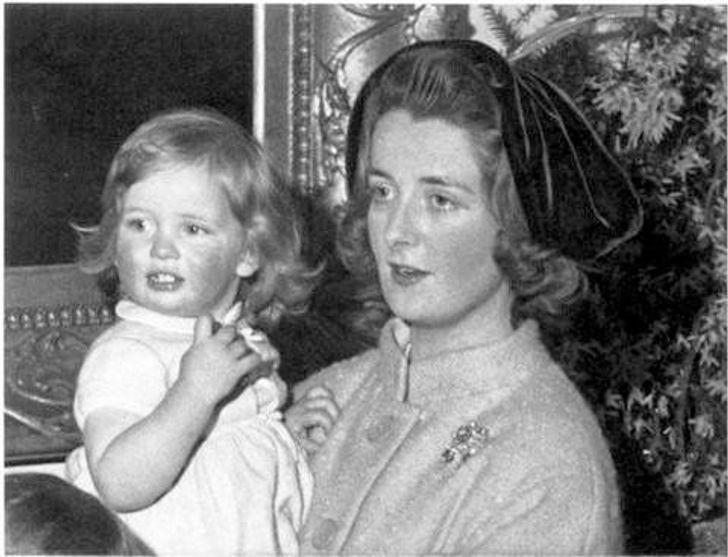 mamas famosas6 - 14 fotos inéditas de las famosas posando junto a sus madres. Beyoncé es igual a su mamá