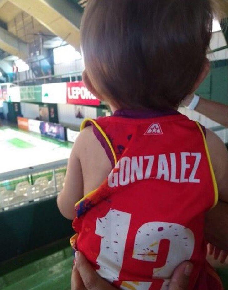 Captura de Pantalla 2021 03 04 a las 13.33.04 - Basquetbolista amamantó a su hija en el entretiempo y ganó el juego. Nunca se deja de ser madre