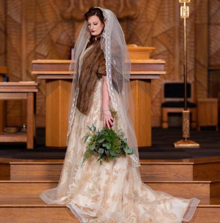 12 9 - 30 novias que no usaron el típico vestido blanco en su boda. Una se vistió de dinosaurio