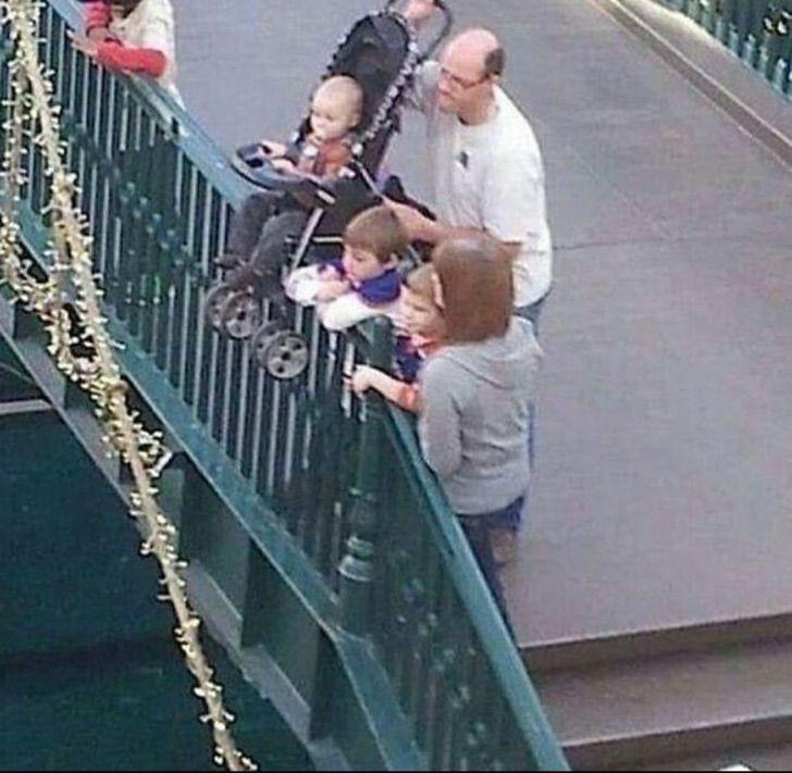11 10 - 14 fotos de papás que se comportaron como unos completos idiotas con sus hijos