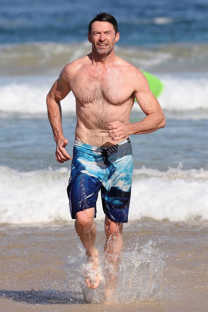 13 16 - 12 veces que los famosos se olvidaron de las cámaras y se ejercitaron en medio de la playa