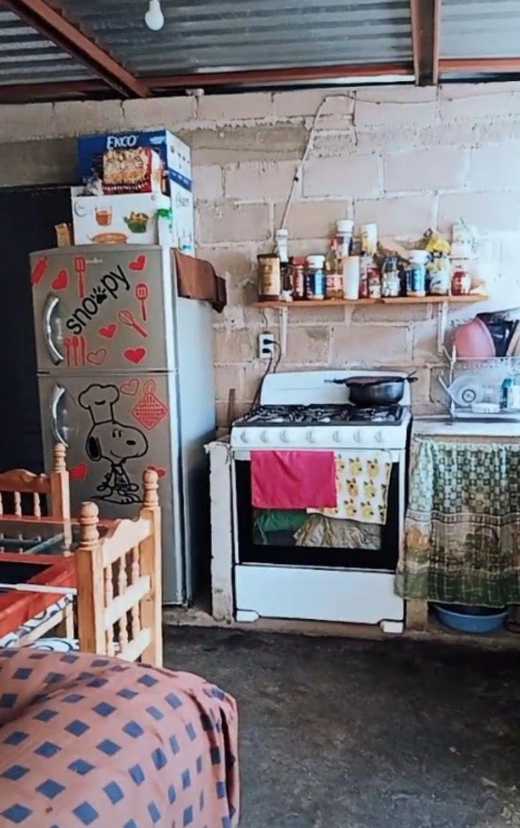 """Captura de Pantalla 2021 08 09 a las 18.38.39 - Madre muestra con orgullo vivienda de lámina que construyó ella misma: """"No hay casa fea ni humilde"""""""