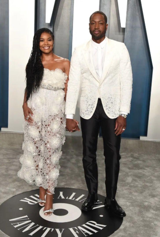 parejas famosos visten igual12 - 18 parejas de famosos que les encanta vestirse igual. Katie Holmes y su novio parecen gemelos