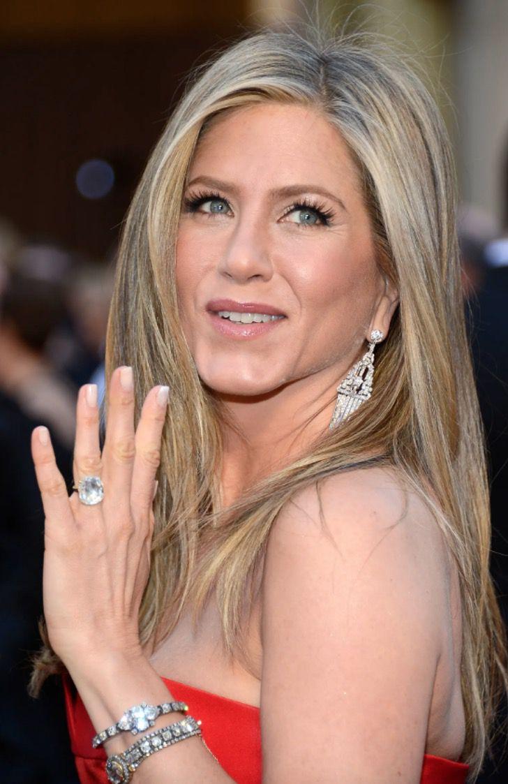 famosas anillos compromiso4 - 15 famosas y sus lujosos anillos de compromiso. El de Jennifer Lopez era bastante enorme