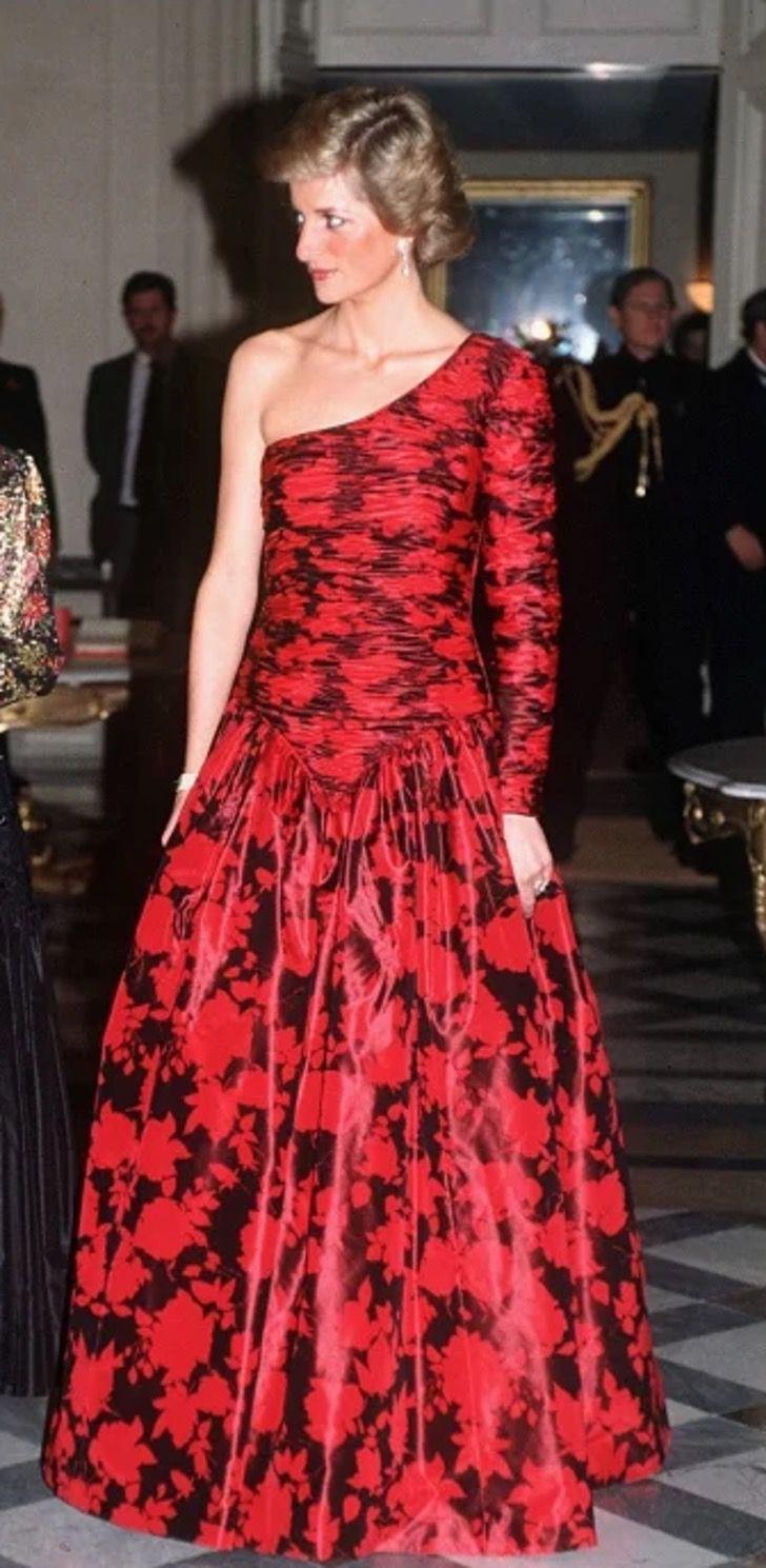 lady di princesa 1 - 20 elegantes atuendos con los que la princesa Diana se vio como una auténtica princesa