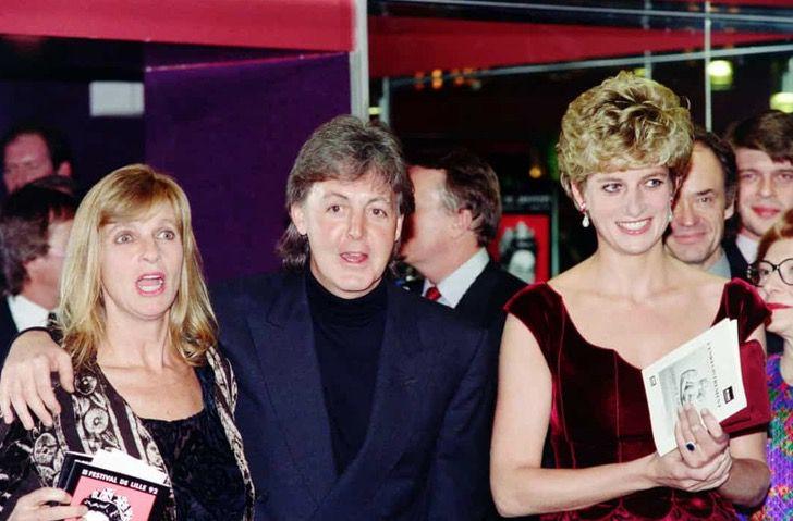 princesa diana famosos2 - 19 fotos de famosos que tuvieron la oportunidad de conocer a la princesa Diana de Gales