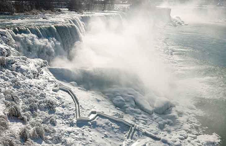 cataratas del niagara estados unidos013 - El frío sigue castigando sin piedad a Estados Unidos. Ahora se congelaron las cataratas del Niágara