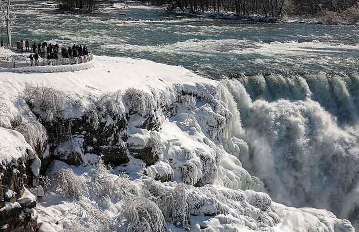 cataratas del niagara estados unidos016 - El frío sigue castigando sin piedad a Estados Unidos. Ahora se congelaron las cataratas del Niágara