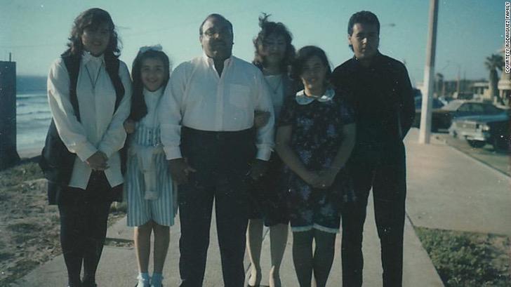 210216123256 02 rodriguez family covid restricted exlarge 169 - Pareja que se conoció en secundaria perdió la batalla ante el coronavirus. Tenían 48 años de casados