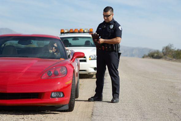 Qu pasa cuando te detiene un policia en tu auto  Univision