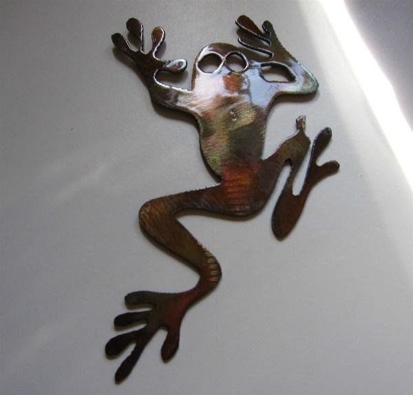 Tree Climbing Frog Metal Art
