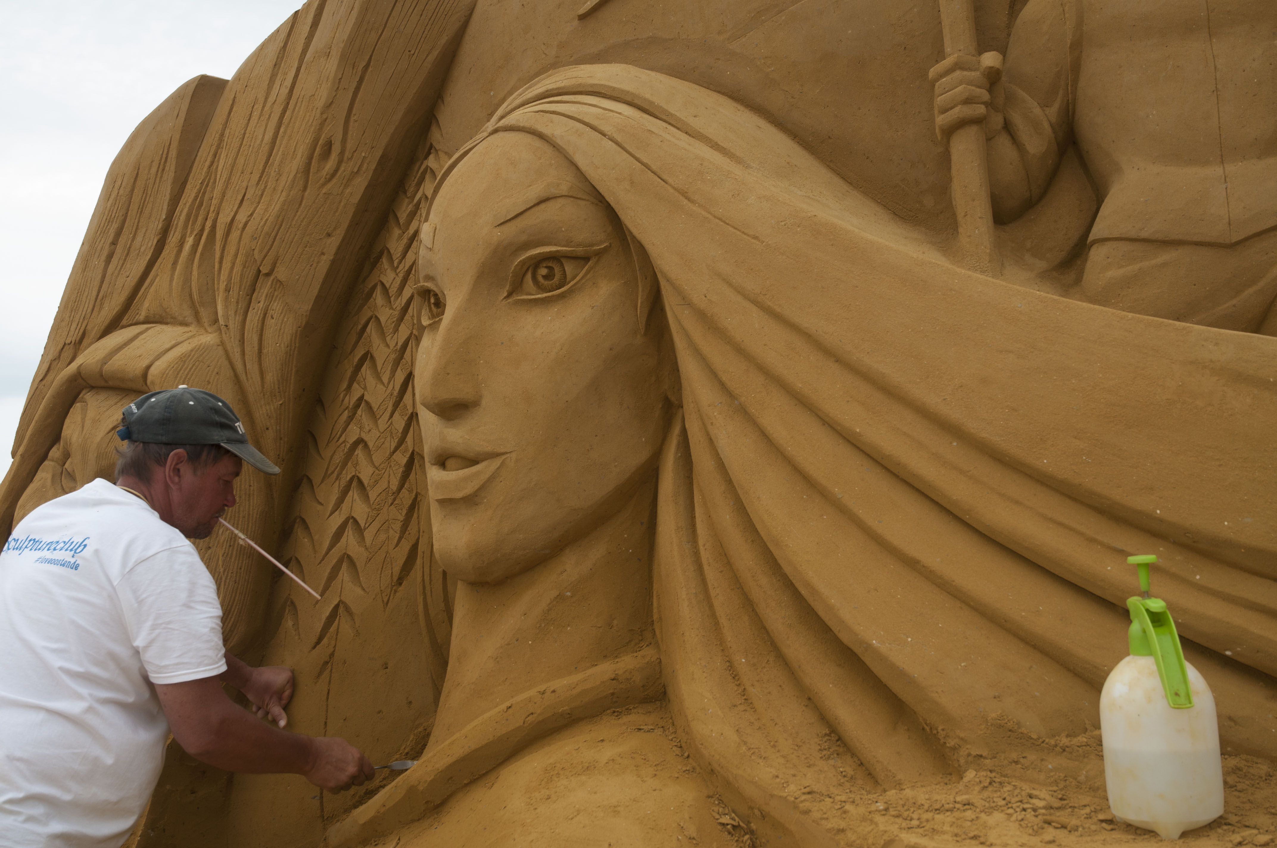 World S Largest Sand Sculpting Festival Pays Tribute To