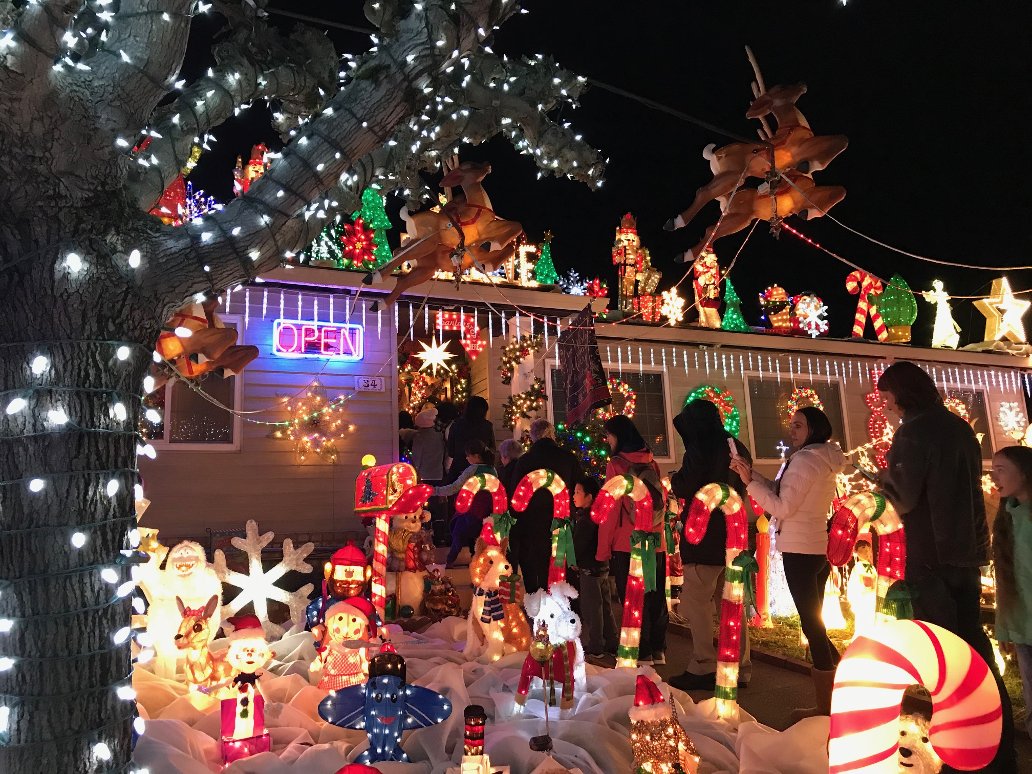 California Home Transforms Into Winter Wonderland For The Holidays Kids News Article
