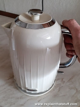 How do electric kettles work?  Explain that Stuff