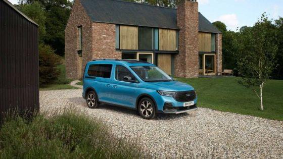 Новият Ford Tourneo дебютира с огромна решетка и много прилича на VW Caddy.