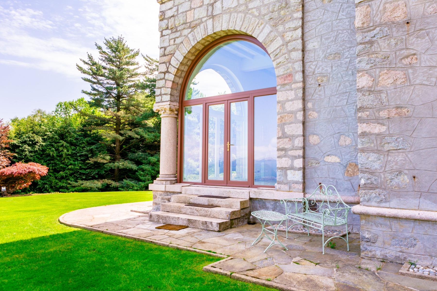 Villa di lusso in vendita a Stresa Via Degli alpini  TrovoCasa Pregio  W6424632
