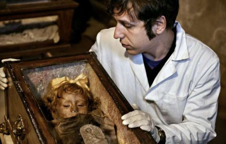 rosalia lombardo copia 1201152 - She lived 100 years ago, and they call her «the world's most beautiful mummy». Her name was Rosalia Lombardo