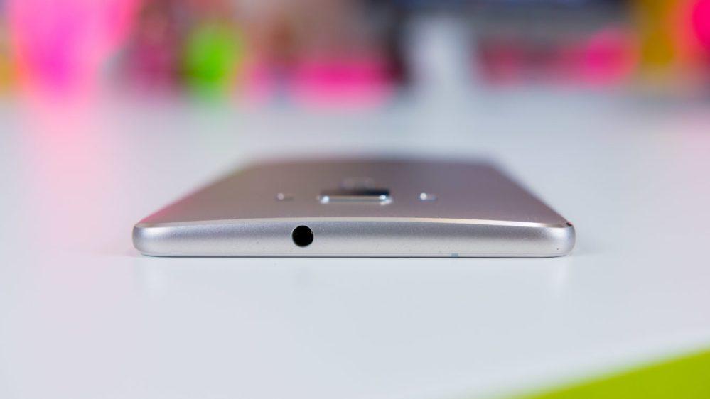 medium resolution of asus zenfone 3 deluxe review 6 headphone jack 1340x754 jpg