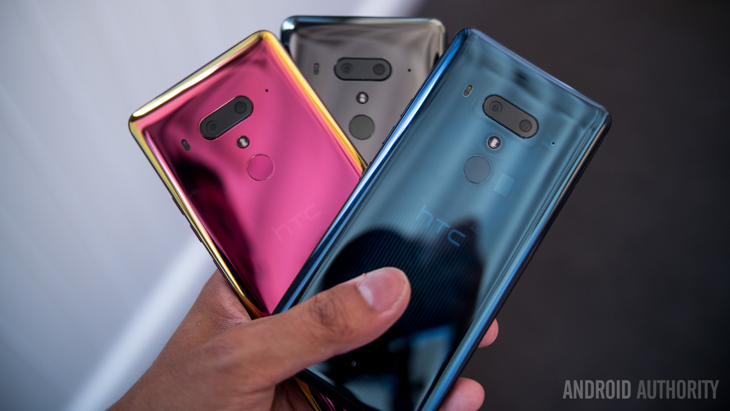 HTC U12 Plus wallpapers: Download all of them here