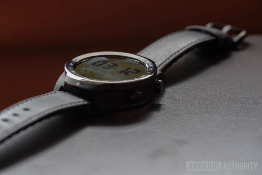 Mobvoi TicWatch Pro review display