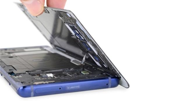 The Galaxy Note 9 teardown, via iFixit.