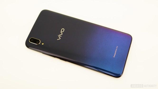 Vivo V11 review - gradient back plate
