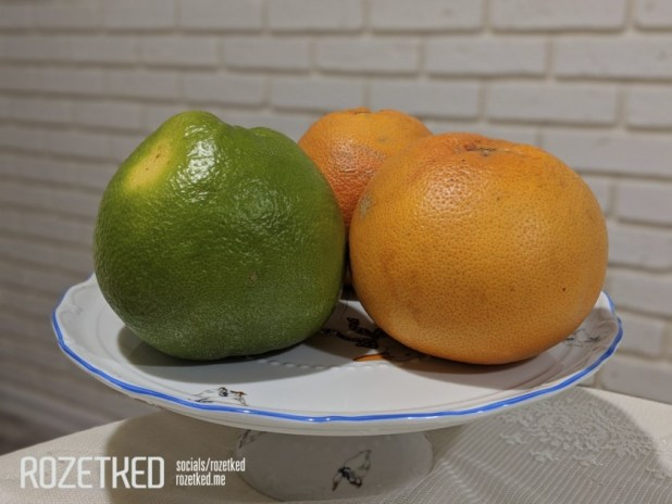 Google Pixel 3 Lite photo sample of a bowl with oranges in indoor poor light conditions