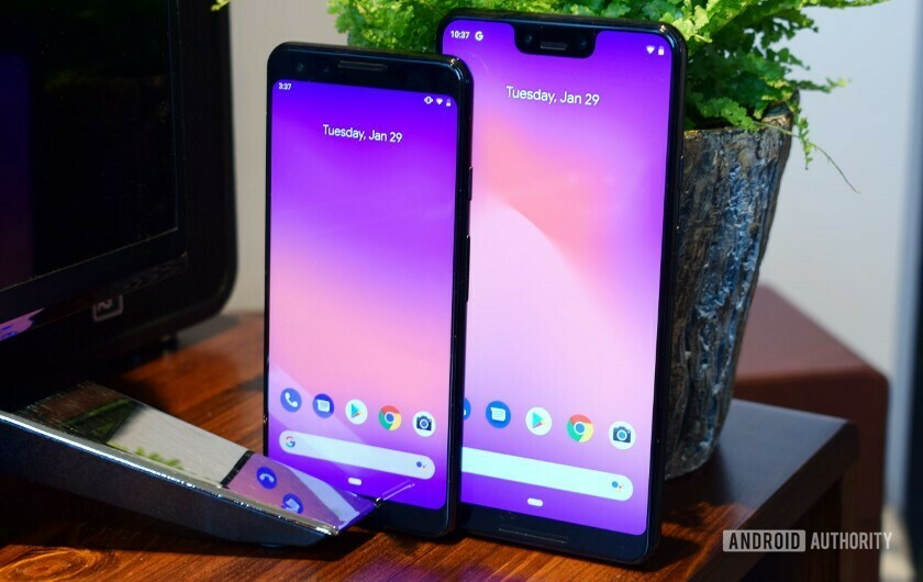 Google Pixel 3 and 3 XL display front