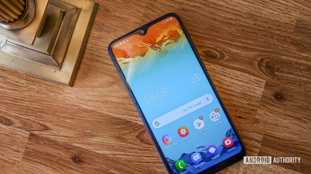 Передняя часть Samsung Galaxy M10.