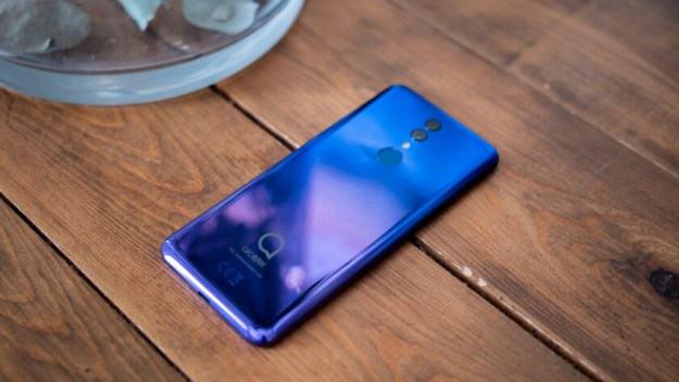 Alcatel 3 review on table