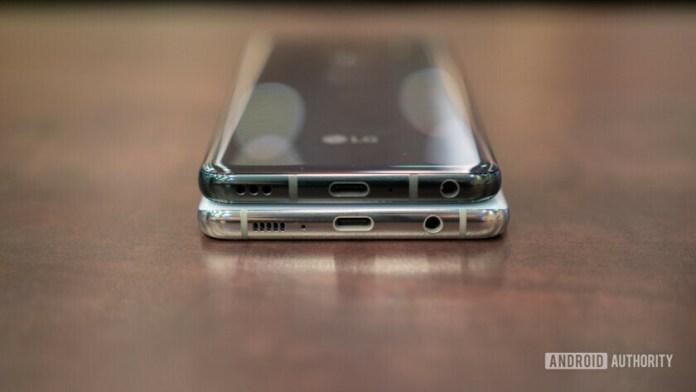 LG G8 ThinQ vs Samsung Galaxy S10 usb c port