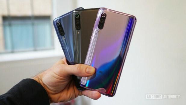 Xiaomi Mi 9 blue, black, purple in hand