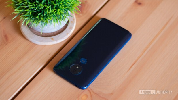 Moto G7 and Moto G7 Power review back glass