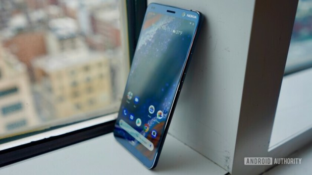 The front and side of the Nokia 9 PureView smartphone.