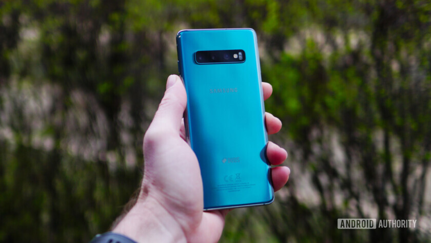 Samsung Galaxy S10 Prism Green in hand - back
