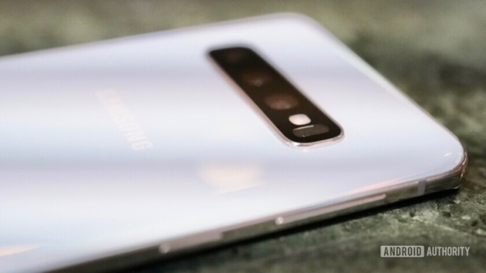 Side view of the Samsung Galaxy S10 focusing on the bixby button
