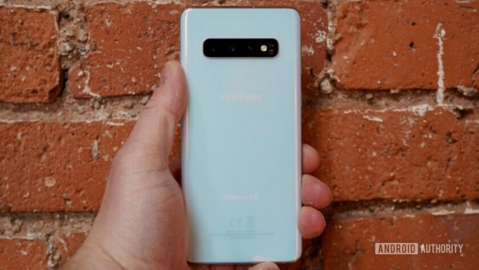 Backside of the Samsung galaxy S10 held in hand.