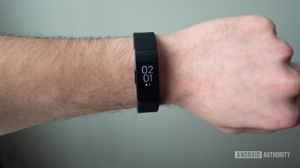 Fitbit inspire hr отображает циферблат на запястье