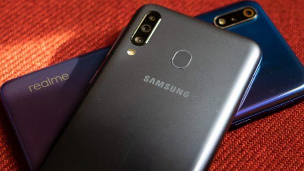 Realme 3 Pro vs Galaxy M30 back and logos