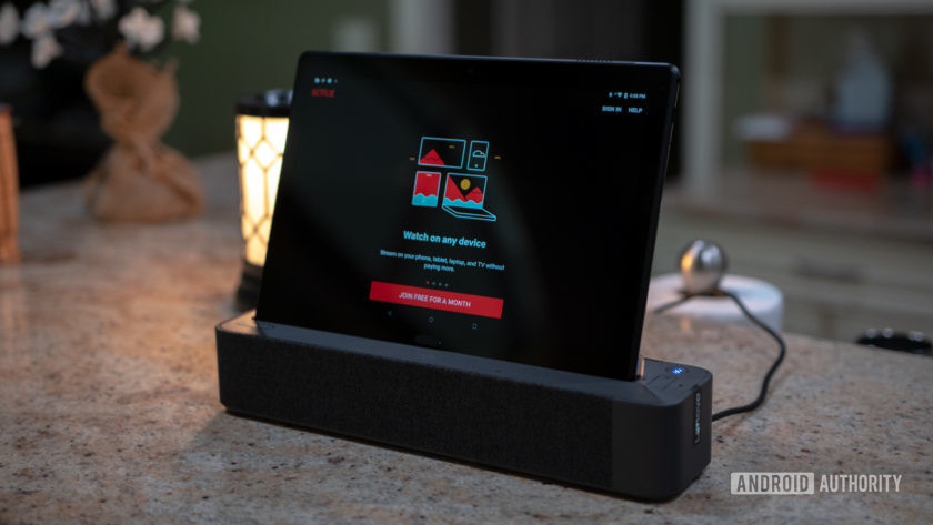 Lenovo Smart Tab P10 Docked Netflix