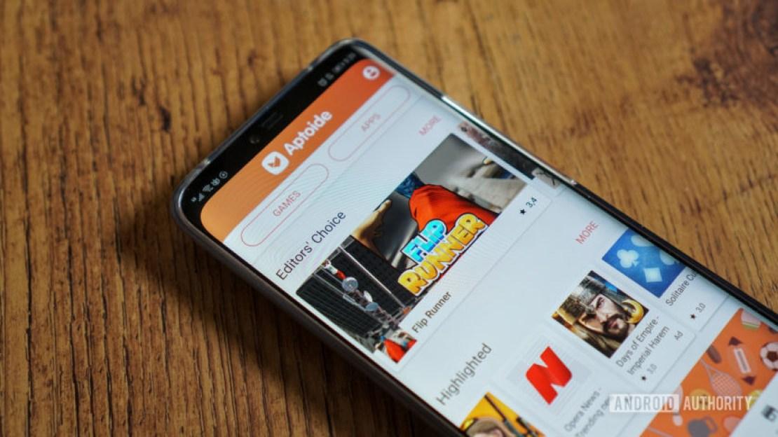Aptoide store on a smartphone.