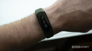 samsung galaxy fit fitness tracker workout screen