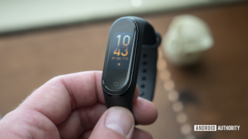 xiaomi mi band 4 review in hand dial