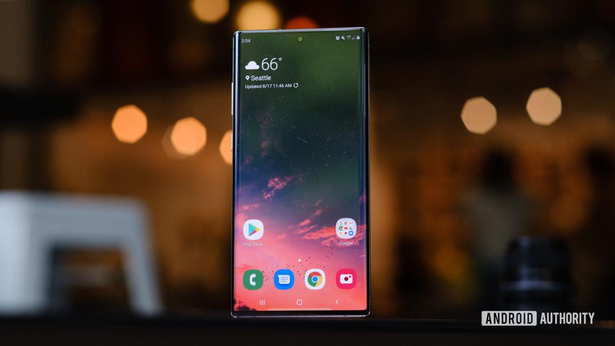 Экран Samsung Galaxy Note 10 Plus стоя 1