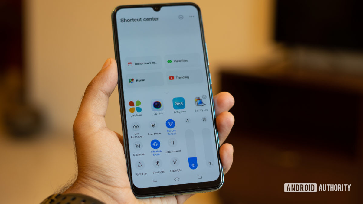 Vivo S1 in the hand with quick-change drawer