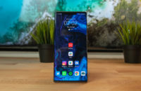 Huawei Mate 30 Pro Front shot of home screen bright