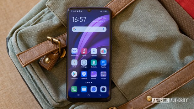 Vivo Z1x front of the phone showing display